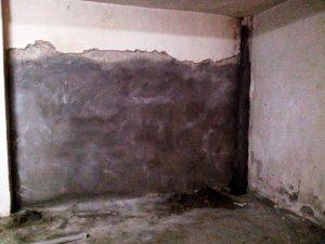 Muro recubierto de hormigón